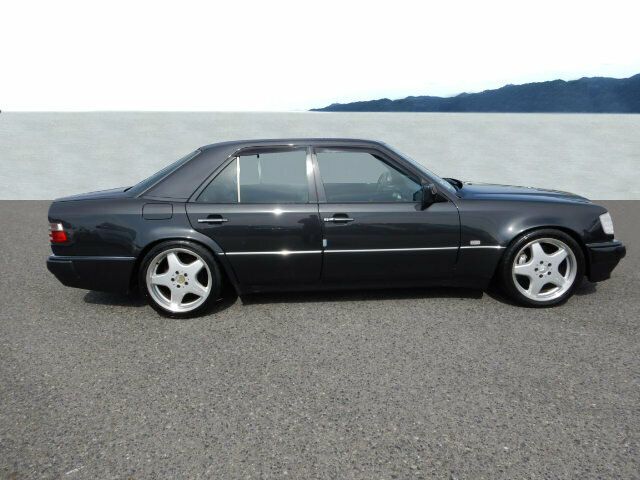 Mercedes-BenzE 500