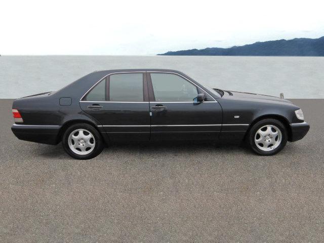 Mercedes-BenzS 320