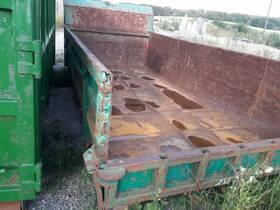 - Abrollcontainer mit pneumatischer Heckklappe