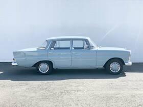 MERCEDES-BENZ 200 D Heckflosse Limousine