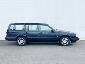 VOLVO 945 Polar Estate